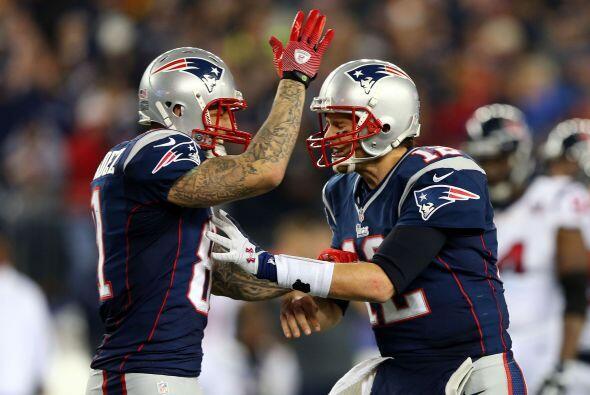 Los Patriots derrotaron por 41-28 a los Texans, marcador que les da el p...