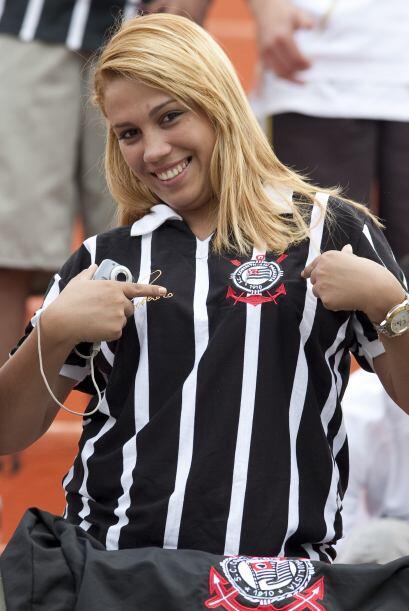 Esta belleza es aficionada al Corinthians, con hinchas semejantes como p...