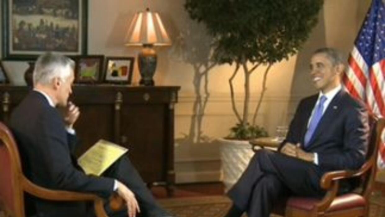 El presidente Obama fue entrevistado por Jorge Ramos en un alto durante...