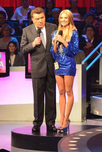 Don Francisco estaba deleitándose con cada una de las candidatas a Miss...