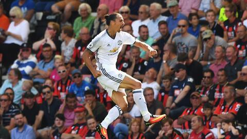 Ibrahimovic debutó como goleador en la Premier