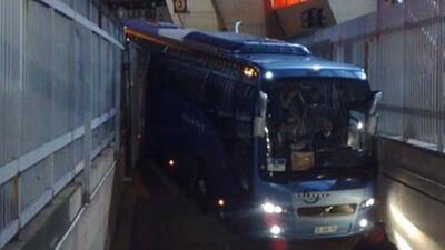 El conductor no calculó perfectamente la vuelte y el camión se estrelló.
