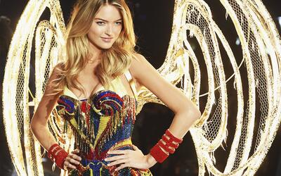 La modelo Martha Hunt en Victoria Secret Fashion Show 2015.