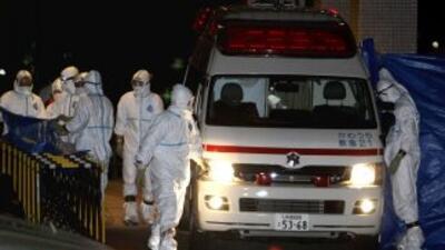 Tras el sismo del jueves, los trabajadores de la cenyral nuclear de Fuku...