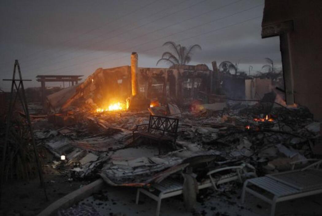 Residencias quedaron reducidas a ruinas, luego de arder por varias horas.