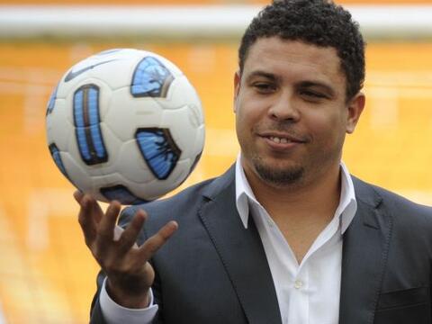 El ex delantero brasileño, Ronaldo, fue el encargado de presentar...