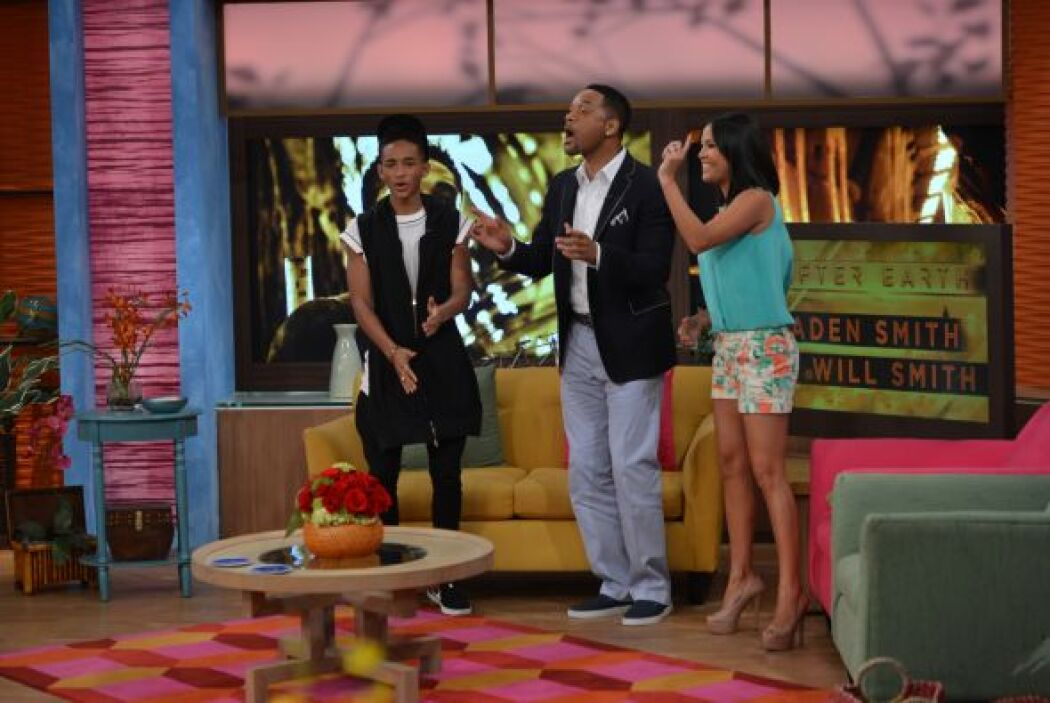 Karla aprovechó para pedirles que bailaran el tema de Despierta América.