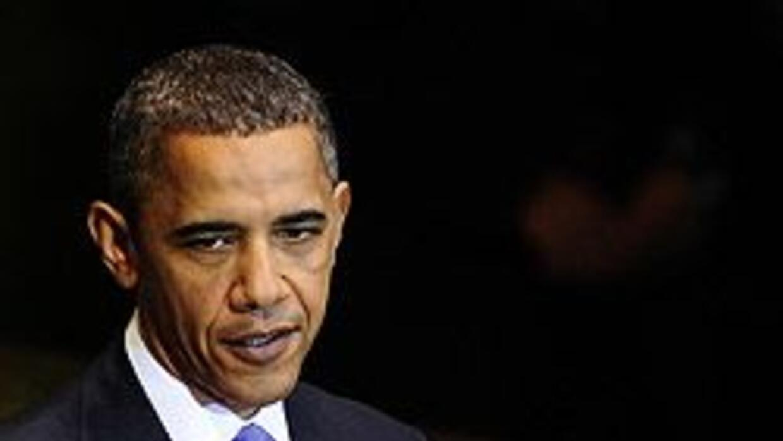 """Obama afirmó que la economía mundial ha vuelto """"del borde del precipicio..."""