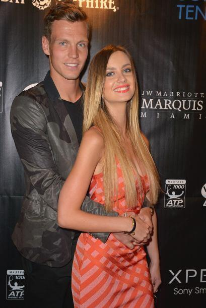 Con su guapa chica, Tomas Berdych.
