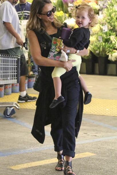 ¡La nena merece muchos apapachos por parte de su mami!