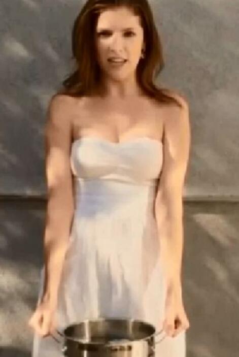 Quien también se sumó a la tendencia fue la guapa actriz Anna Kendrick.