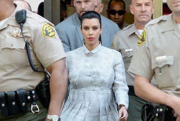Pero en cuanto se supo que Kim estaba embarazada, los abogados de la emp...