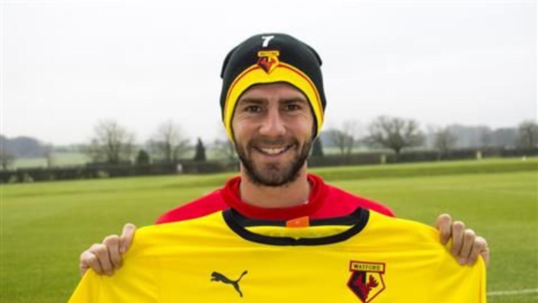 Miguel Layún con la playera del Watford inglés.