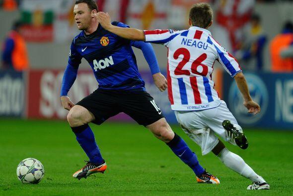 El 'niño malo' inglés, Rooney, se puso el equipo al hombro...