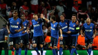 El club del principado goleó al Arsenal en el choque de ida en Inglaterra.