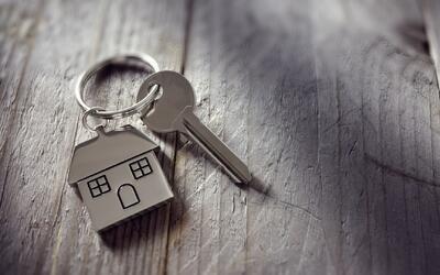 Cómo la discriminación afecta el acceso a las viviendas en EEUU