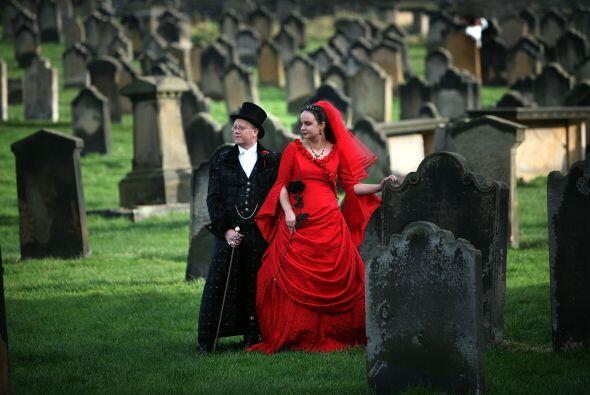 Ellos no fueron los únicos que se casaron ese día con ese tema, en el te...