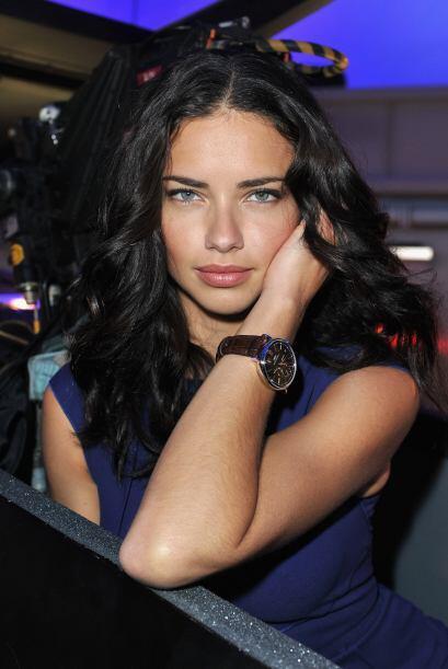 El tiempo pasa y a la mujer se le olvida que el reloj es un accesorio mu...