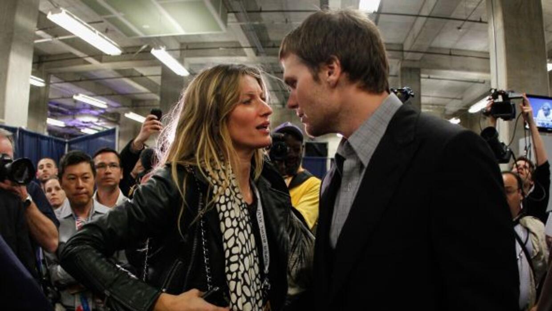 La modelo se reunión con su esposo, Tom Brady, al término del SUper Bowl.