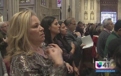 Católicos neoyorquinos celebran domingo de resurrección
