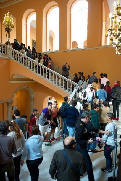 La gente esperó durante horas poder ingresar a la capilla.