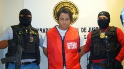 El luchador conocido como 'Estrella Dorada' durante su detención por las...