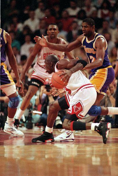 PORCENTAJE DE ANOTACIONES DE CAMPO - Michael Jordan .497 - Kobe Bryant .452