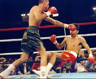 Coleccionando títulos mundialesEl 6 de mayo de 1995 Oscar De la Hoya pel...