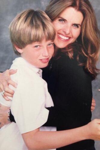 ¿Y qué te parece el hijo de Maria Shriver y Arnold Schwarzenegger, Patri...