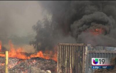 Tres bomberos fueron heridos en incendio