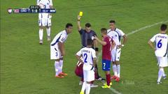Tarjeta amarilla. El árbitro amonesta a Johan Venegas Ulloa de Costa Rica