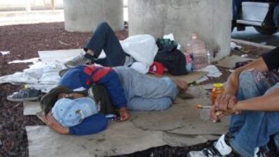 Centenares de indocumentados cruzan a diario por México en su camino hac...