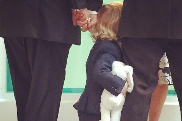 Elijah estuvo al lado de sus padres en el momento de la romántica ceremo...