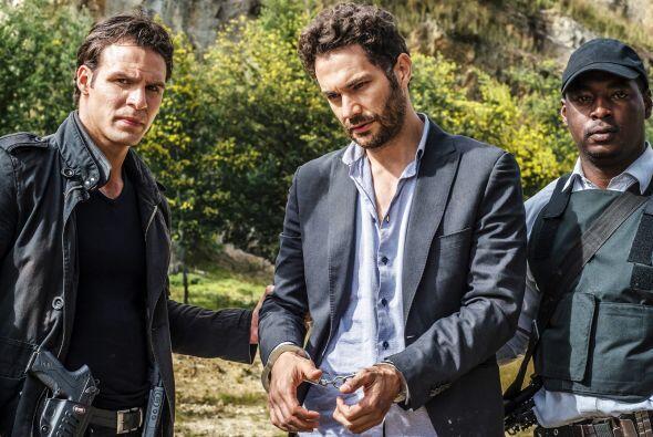 Los agentes lograron ubicar a Julián y Ricardo y no dudaron en arrestarl...