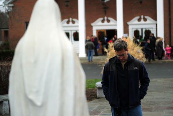 El domingo lució en Newtown una desapacible jornada gris, fría y lluvios...