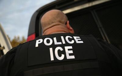 ¿Qué pasa si me niego a abrirle la puerta a agentes de inmigración?