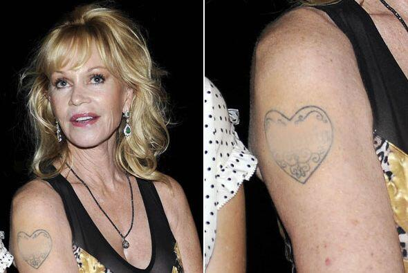 """Melanie se deshizo de su """"romántico"""" tatuaje."""