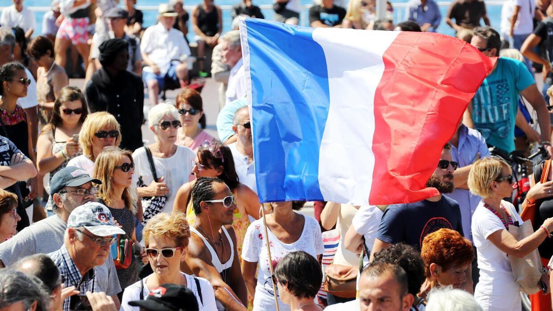 Francia guarda 1 minuto de silencio por las víctimas del atropello masiv...