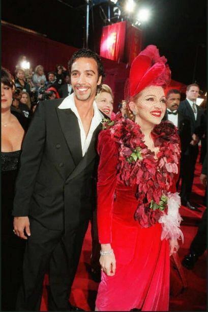 En 1995 Madonna comenzó una relación con el entrenador Carlos León. De e...