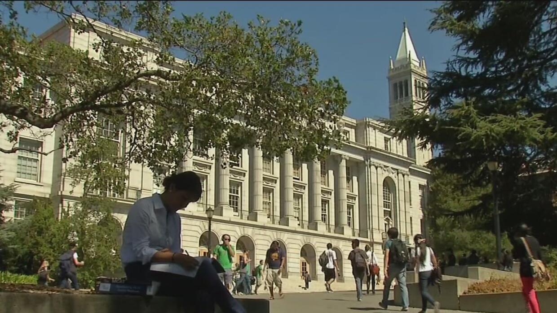Recomiendan a universitarios con DACA asegurar su presencia en el país a...