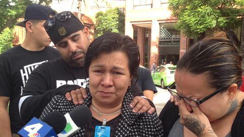 Sandra López, madre del marine Carlos Segovia, a la entrada del h...