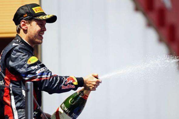 El campeón alemán compartiño el festejo con los afi...