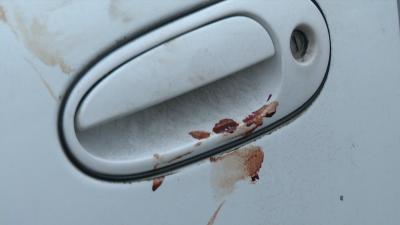 Huellas de sangre quedaron en el auto donde detuvieron Viniegra Villalobos.