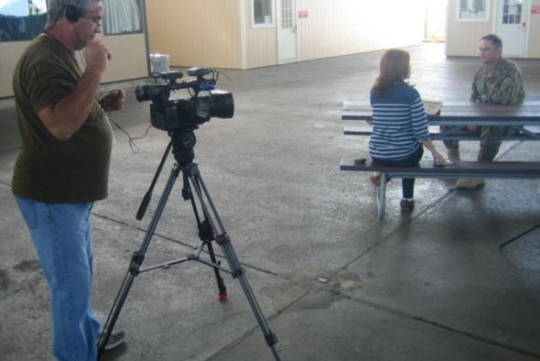 Otro ángulo de la entrevista con un militar, en exclusiva con Noticiero...
