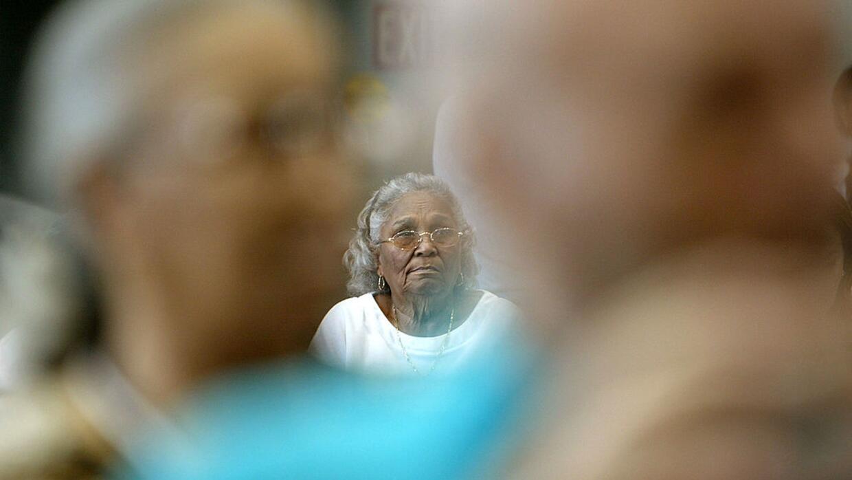 Este estudio que examina la población de la tercera edad halló que los a...
