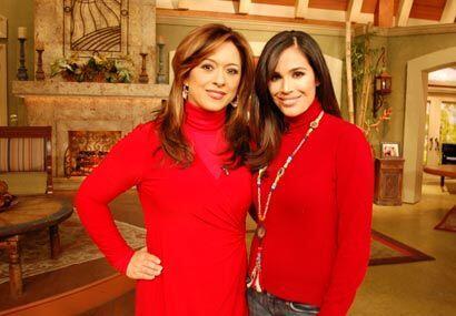 Neida Sandoval y Karla Martínez