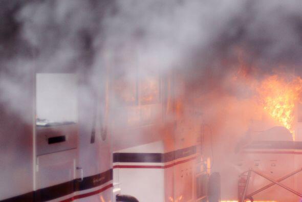 El humo y el fuego no hicieron posible entrar al lugar.