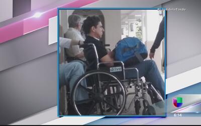 Captan a exmenudo saliendo en silla de ruedas del hospital