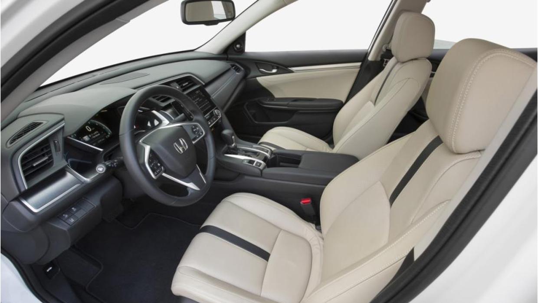 La cabina del Honda Civic Sedán 2016 es moderna y elegante
