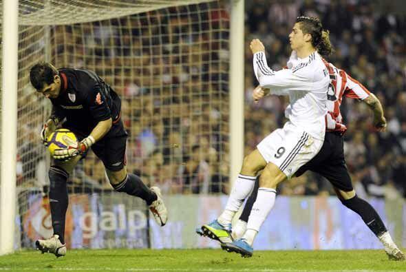 Una y otra vez el Real Madrid vio frustrados su intentos de hacer gol.